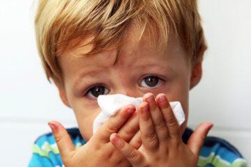 Trị sổ mũi cho trẻ với tỏi nướng và lá húng quế